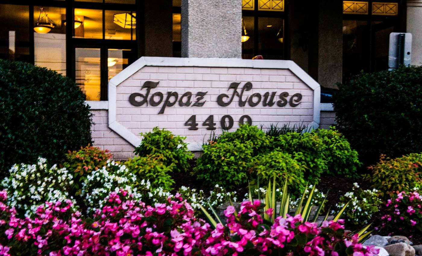 Apartment Management Company - Topaz House Apartments