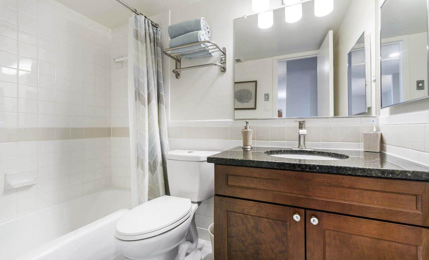 Topaz House bathroom